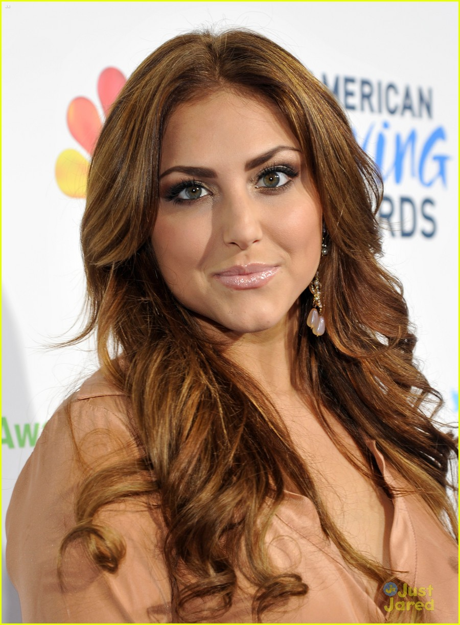 cassie scerbo giving awards 02
