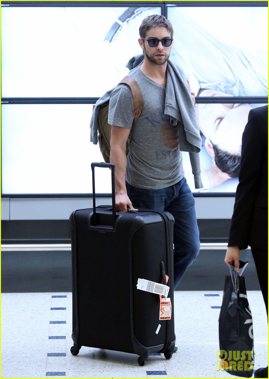 chace crawford sydney airport 07