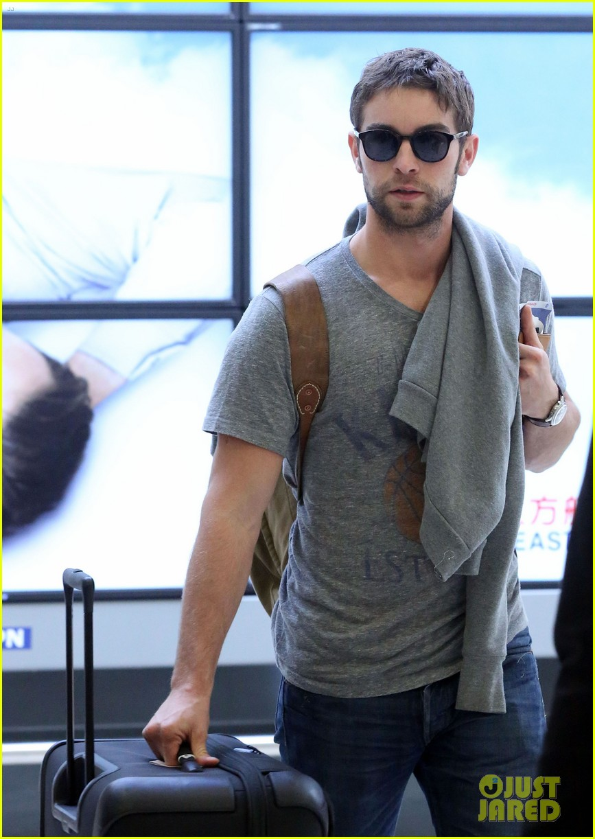 chace crawford sydney airport 08