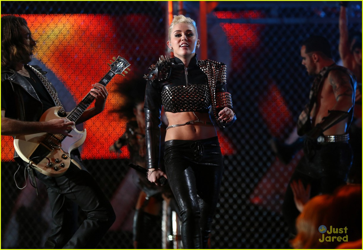 miley cyrus divas performance 20