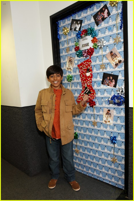 disney channel door decorating 08