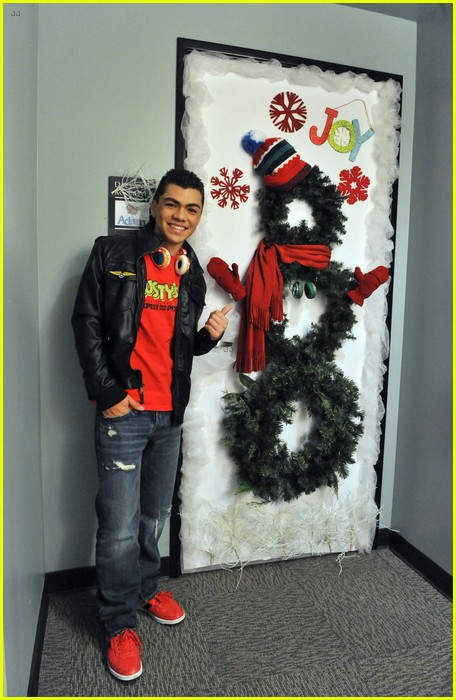 disney channel door decorating 10
