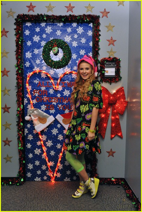 disney channel door decorating 11