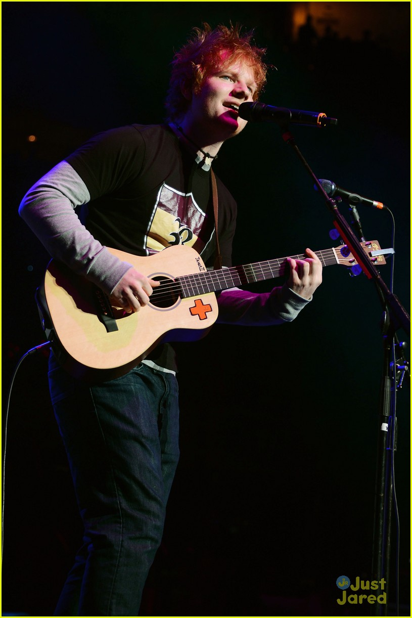 ed sheeran q102 jingle ball 05