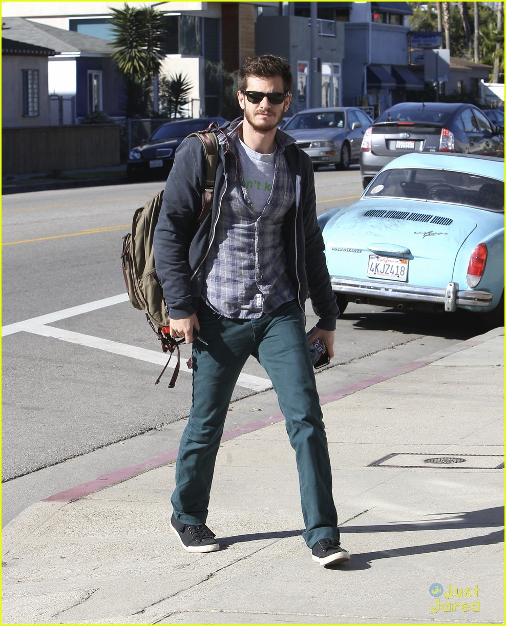 andrew garfield sunny saturday in venice beach 01