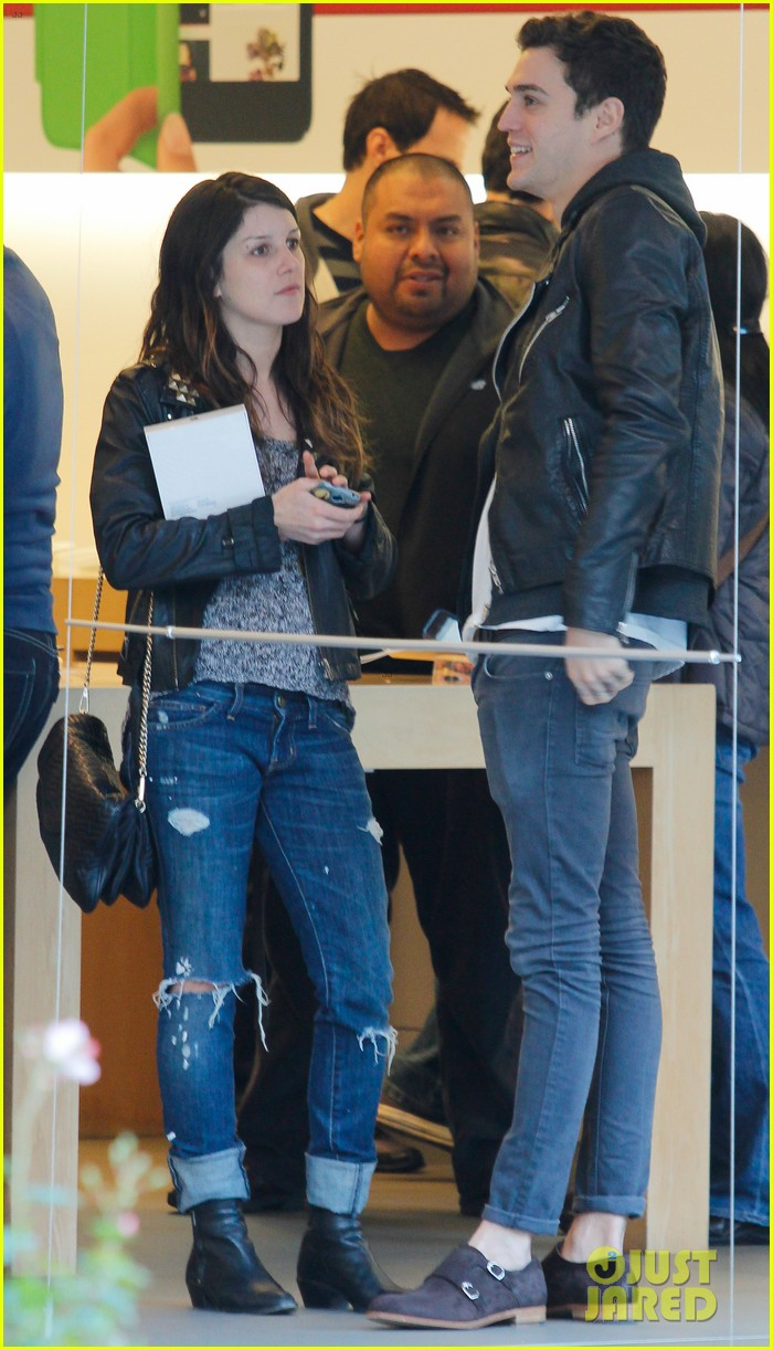 shenae grimes josh beech matching couple 07