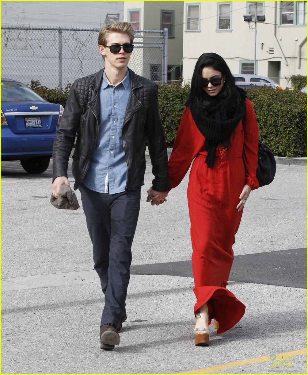 vanessa hudgens & austin butler church going couple 17