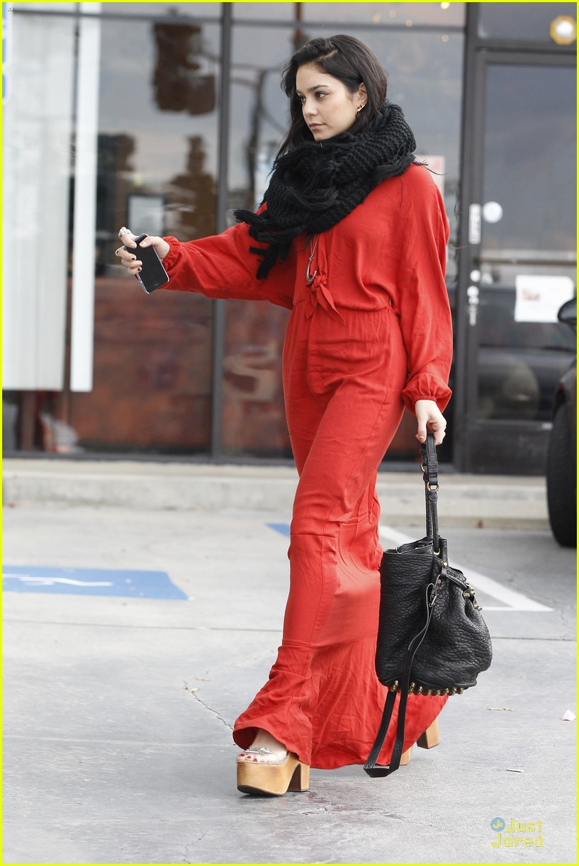 vanessa hudgens & austin butler church going couple 20