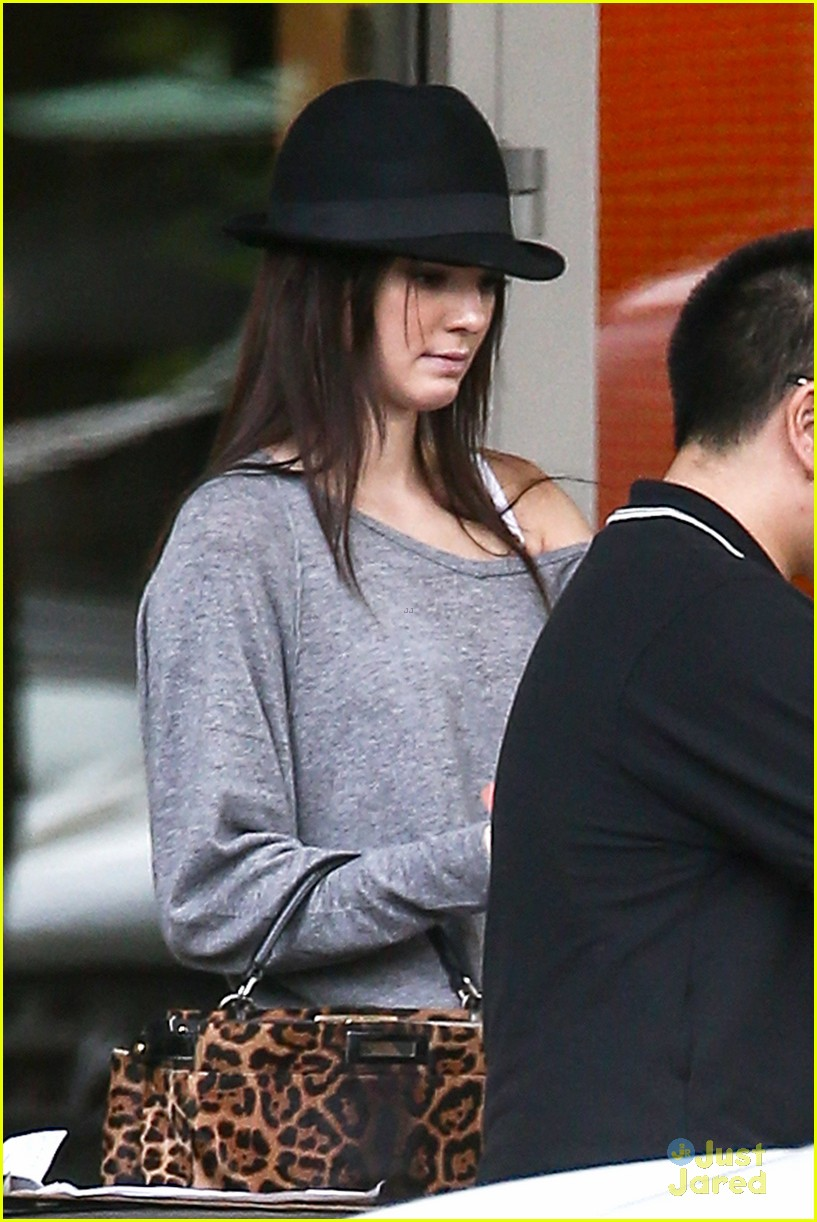 kendall jenner lv shopping 08
