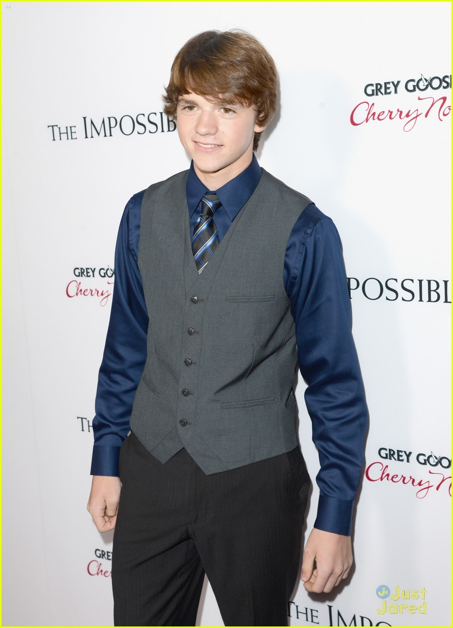 joel courtney impossible premiere 04
