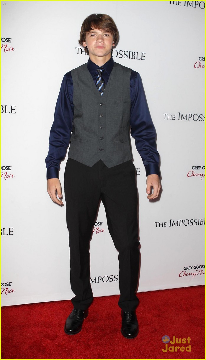 joel courtney impossible premiere 09