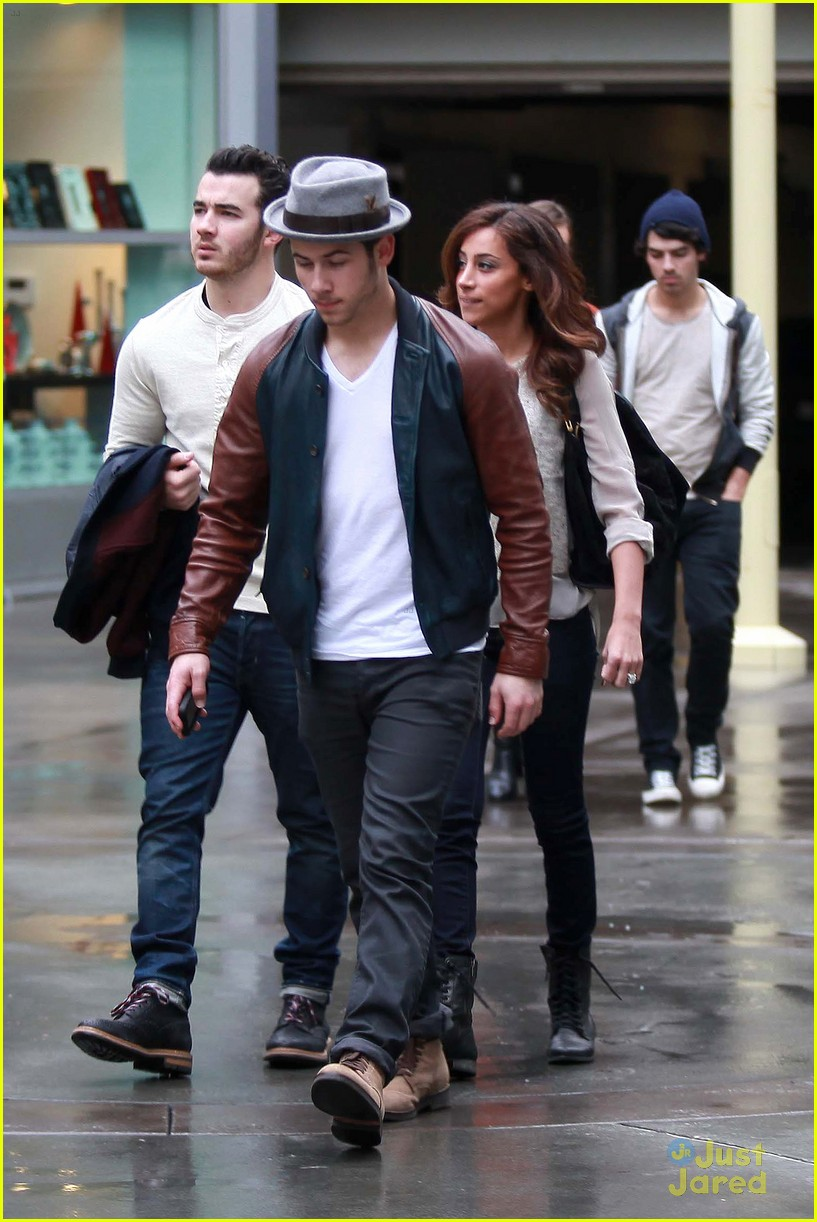 joe jonas blanda brothers lunch 09