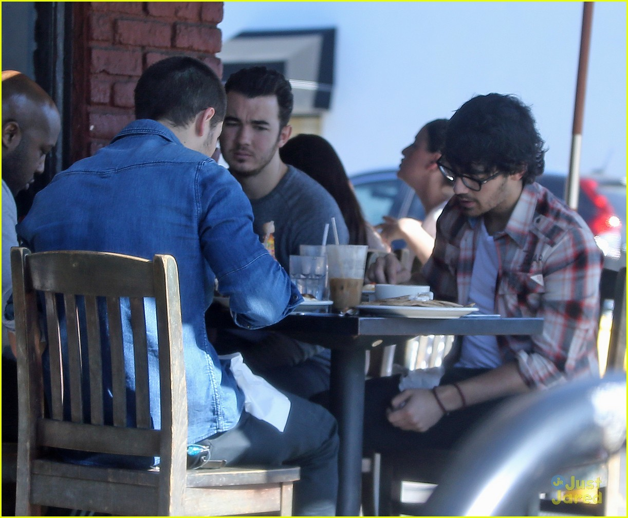 jonas brothers kings road lunch 03