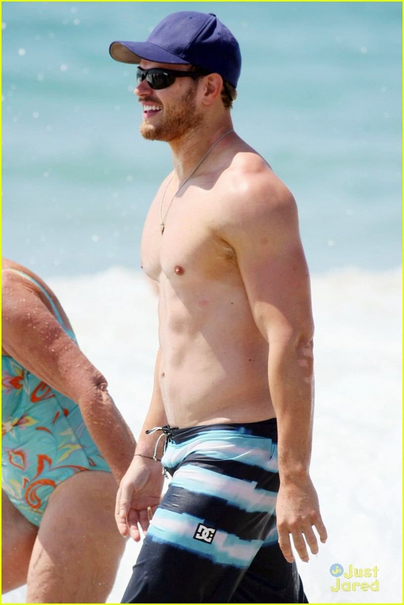 kellan lutz shirtless beach day with sharni vinson 12