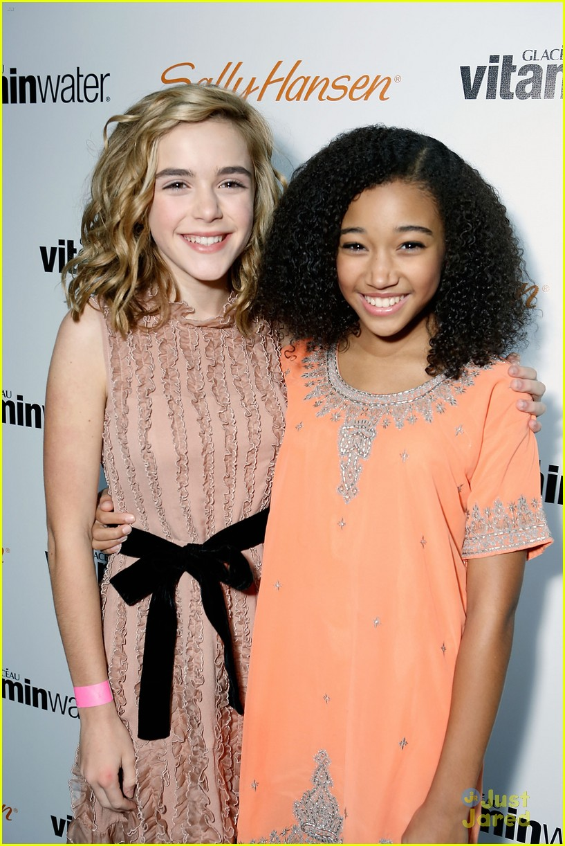 kiernan shipka hailee party 02