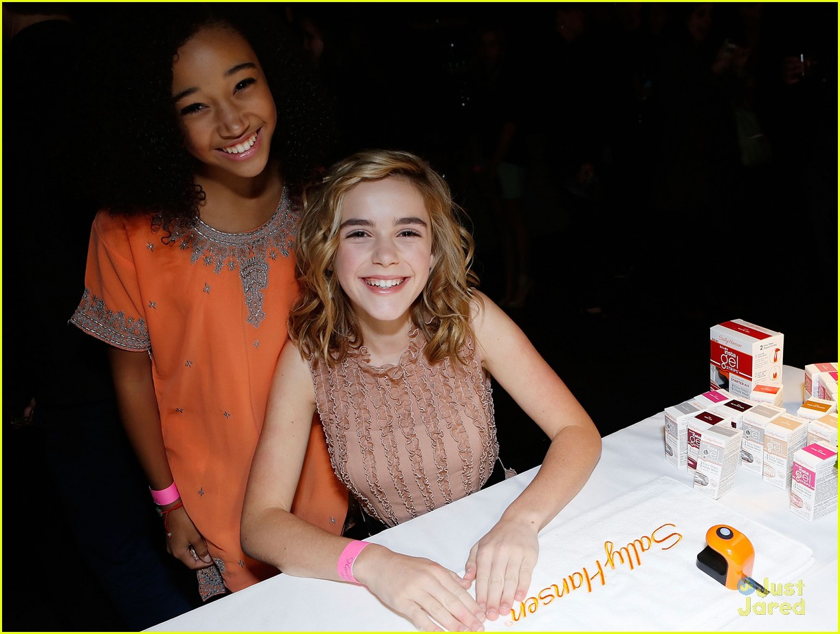 kiernan shipka hailee party 08