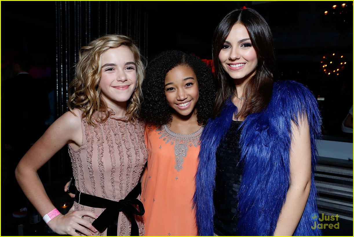 kiernan shipka hailee party 10