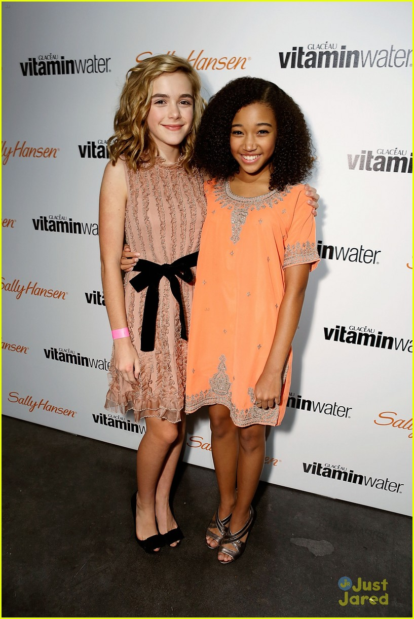 kiernan shipka hailee party 13