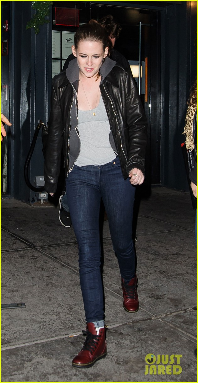kristen stewart leaving on the road party 07
