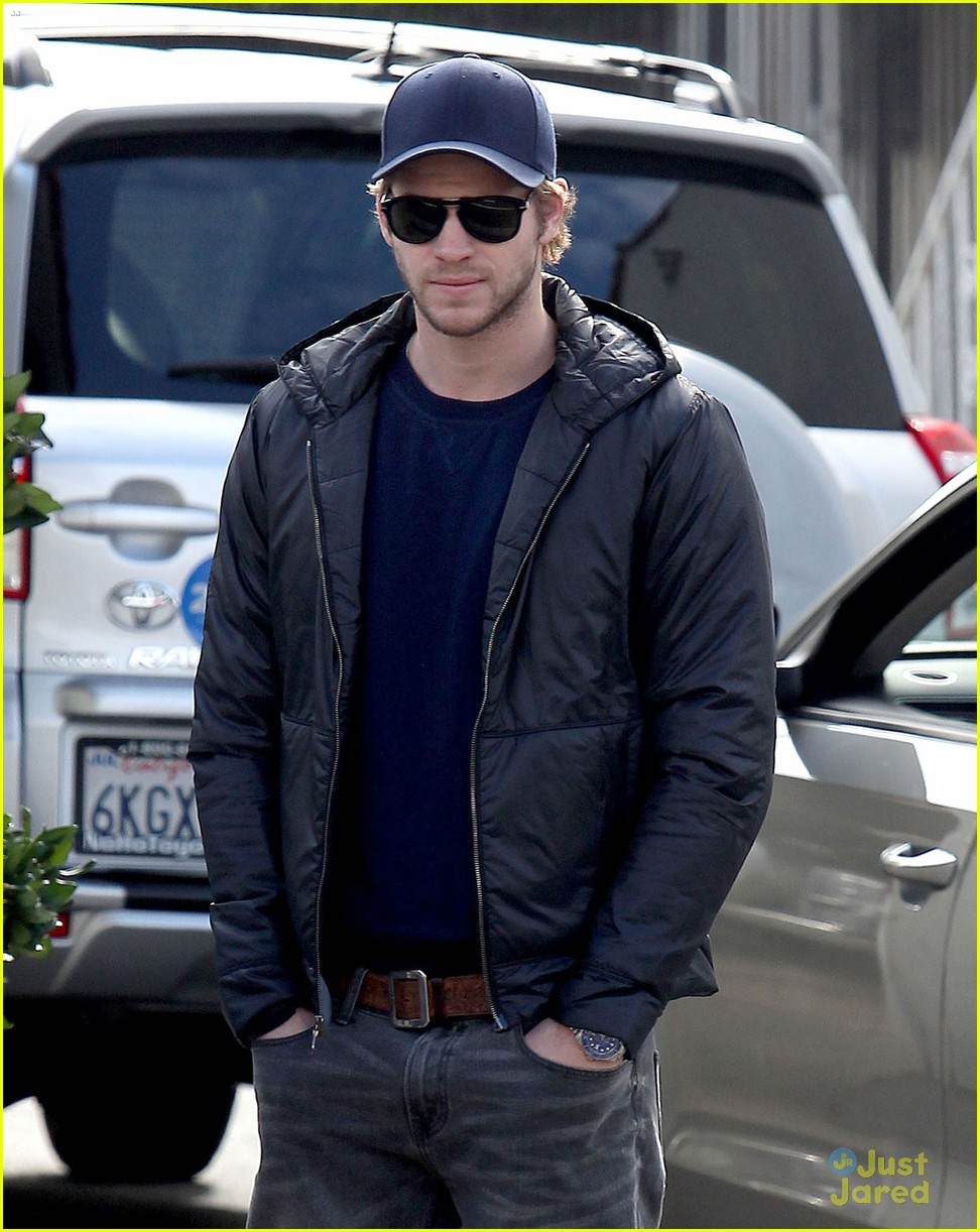 liam hemsworth kreation kafe 09