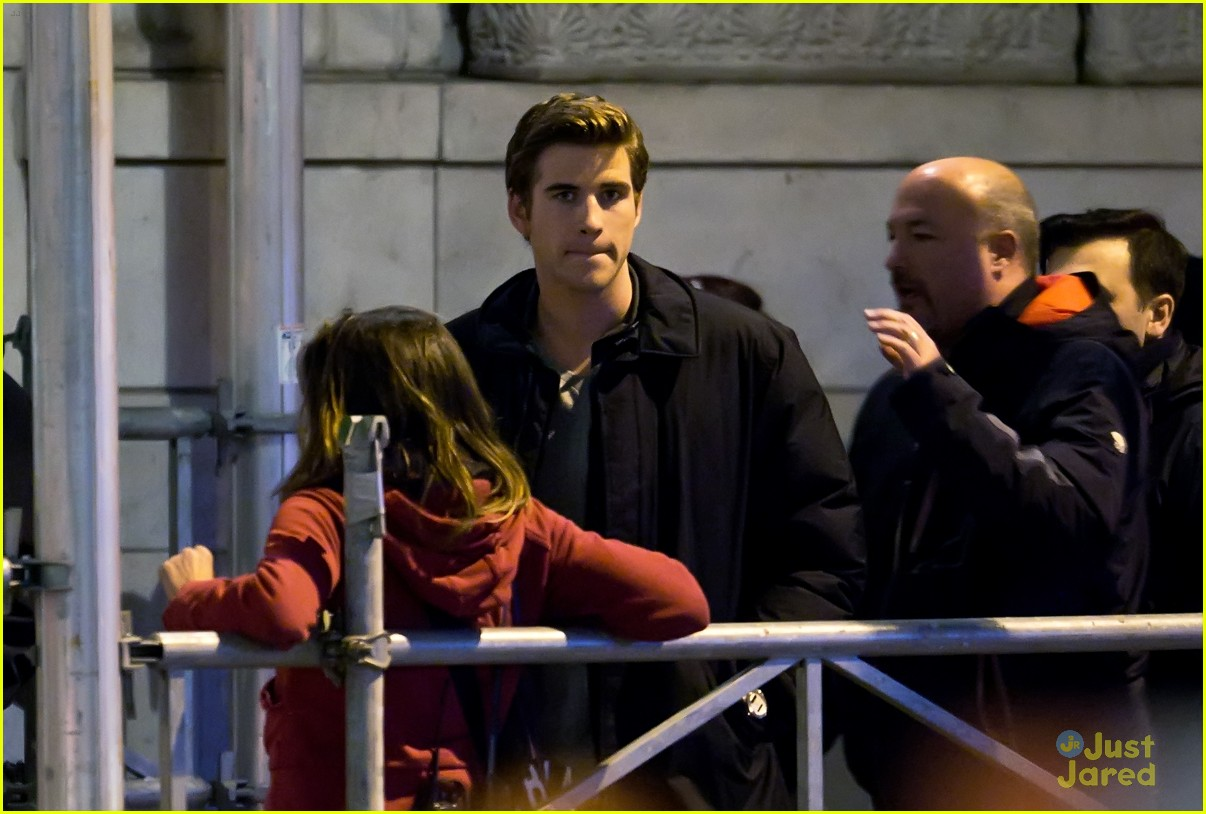 liam hemsworth paranoia night shoots 06