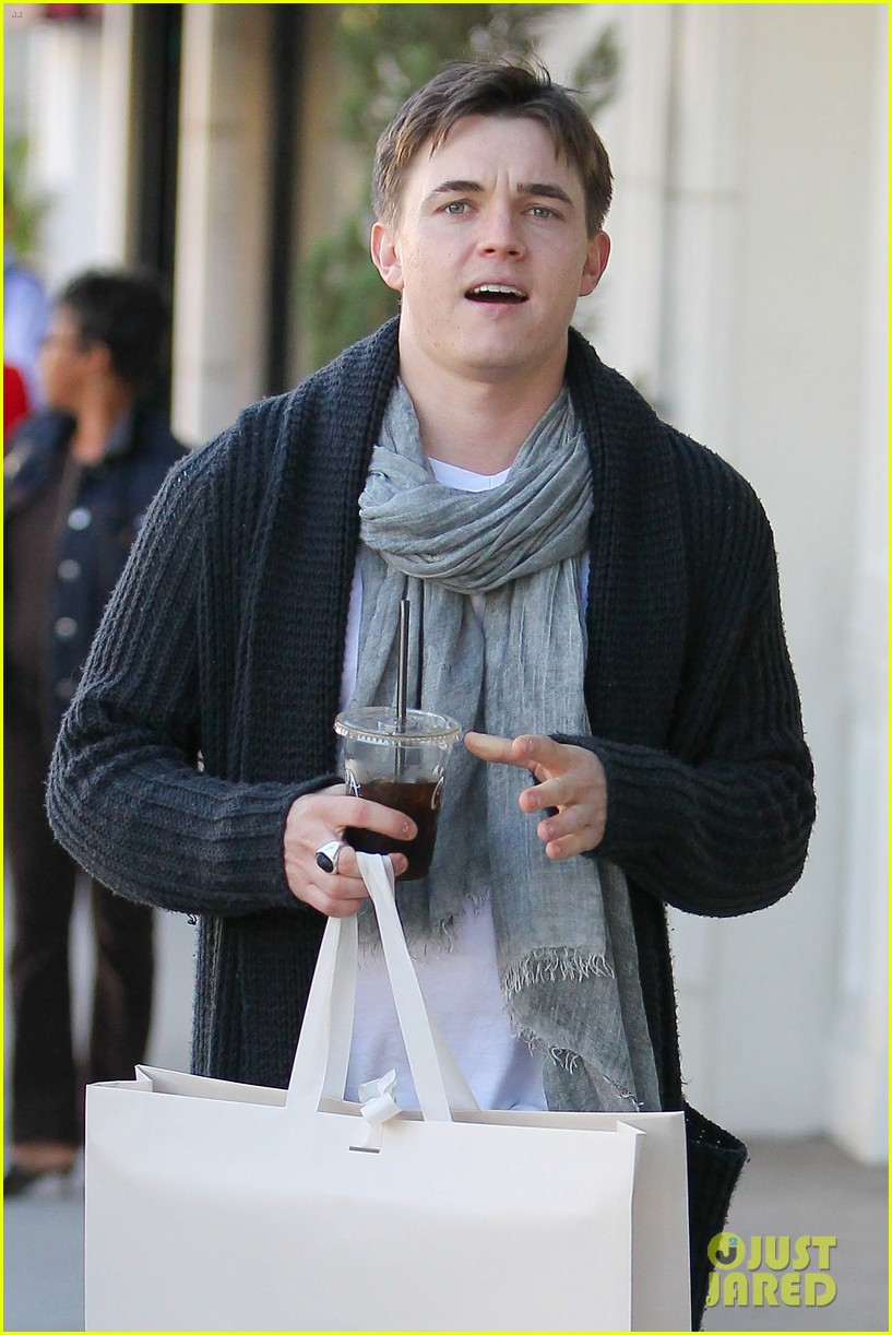 jesse mccartney shopping in beverly hills 02
