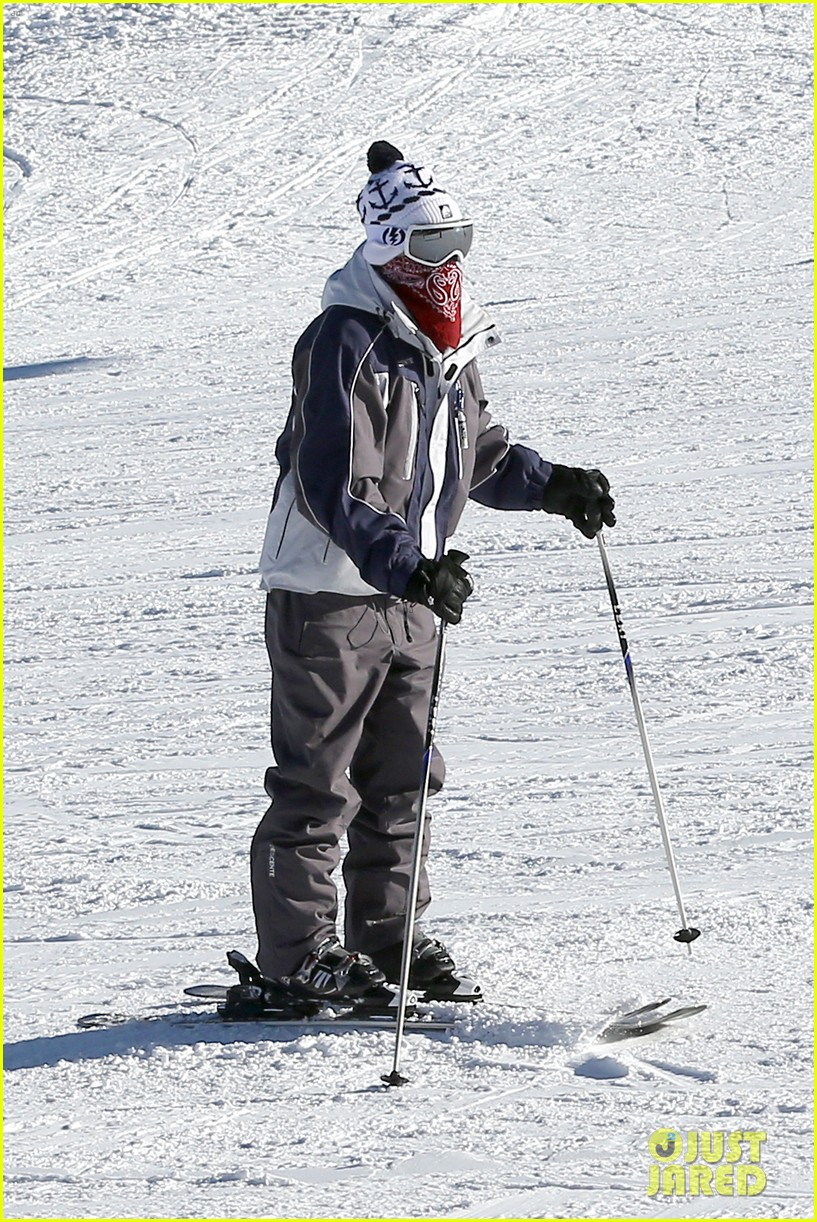 jesse mccartney hits the slopes 02