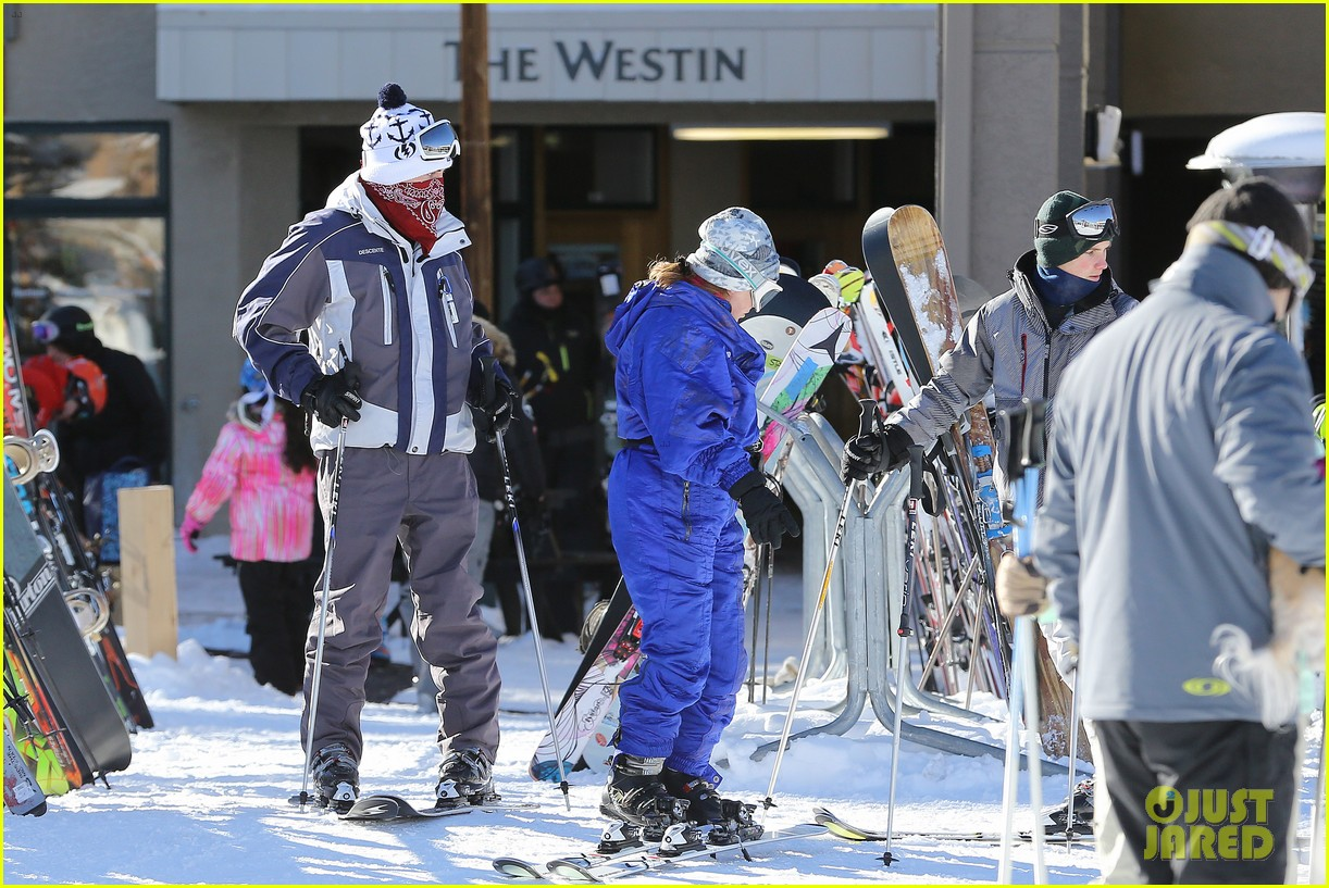 jesse mccartney hits the slopes 28