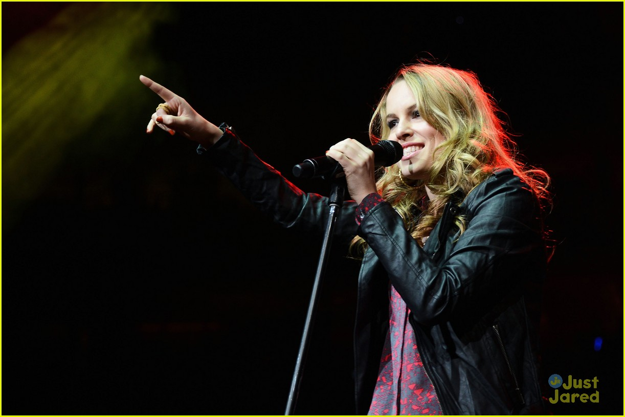 bridgit mendler q102 jingle ball 01