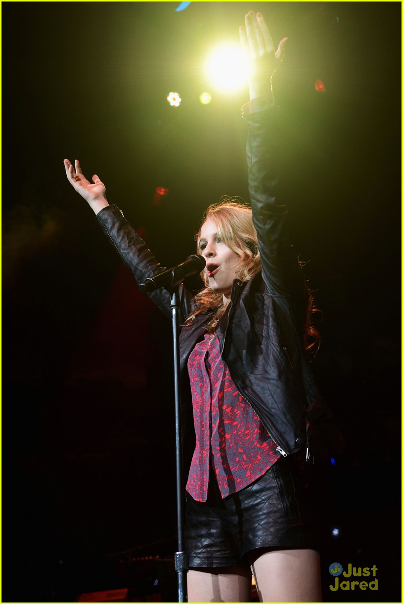 bridgit mendler q102 jingle ball 07