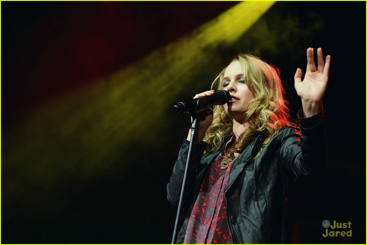 bridgit mendler q102 jingle ball 10