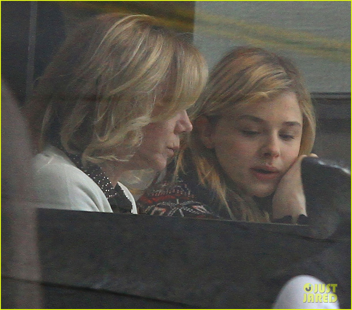 chloe moretz lunch date mom 03