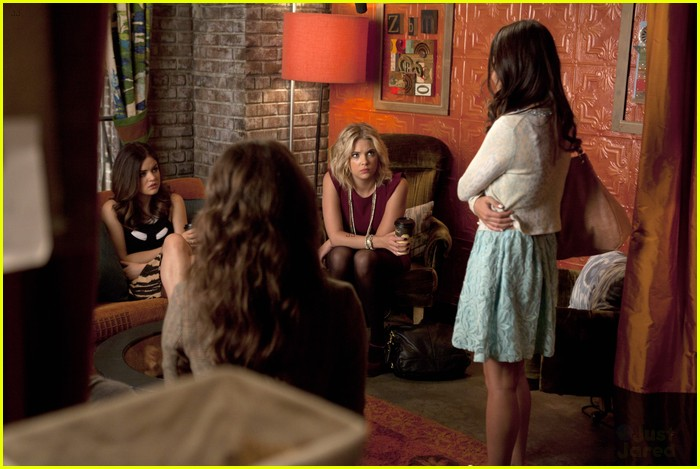 mona mania pll stills 08