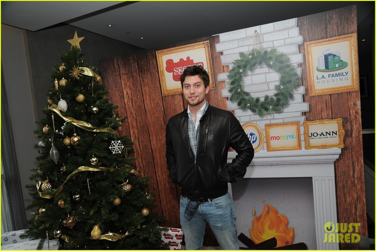 jackson rathbone spencer grammer santa 01