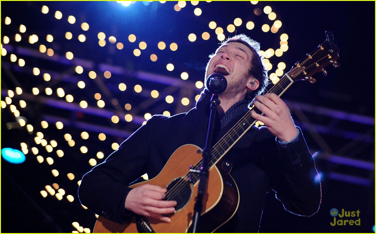 rico rodriguez phillip phillips tree lighting 02
