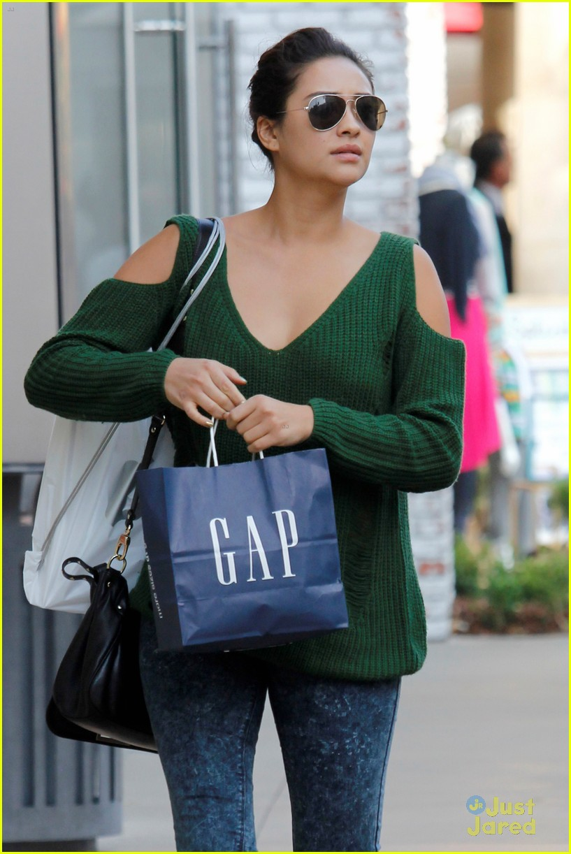 shay mitchell gap girl 02