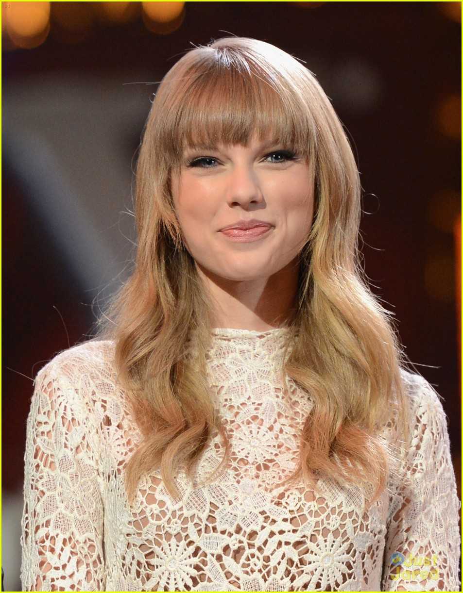 taylor swift grammy noms concert 12