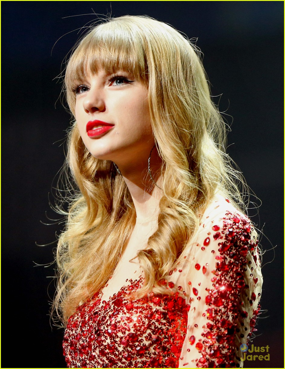 taylor swift jingle ball 13