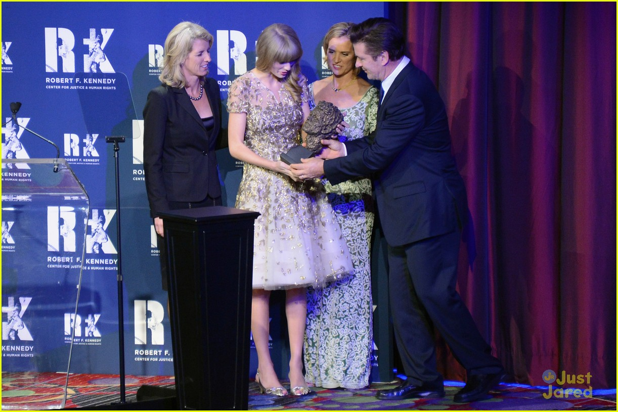 taylor swift ripple hope awards 13