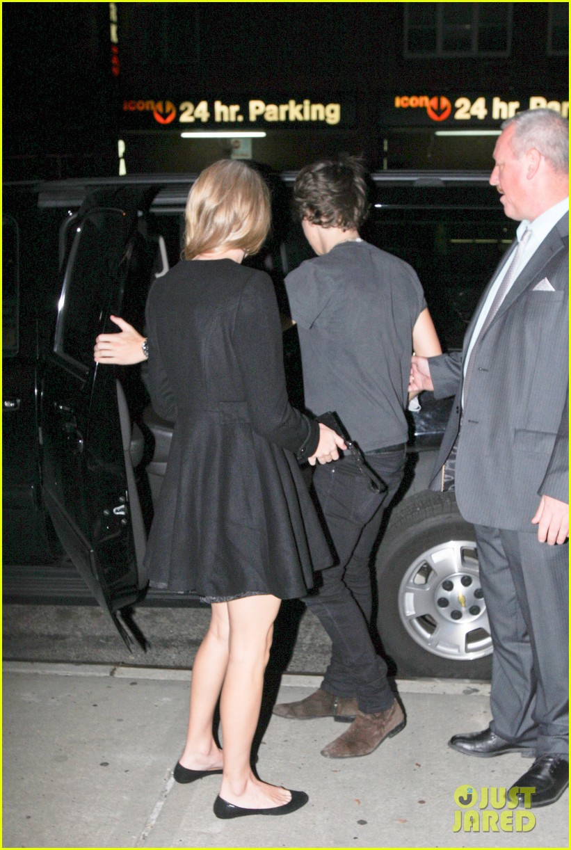 harry styles taylor swift holding hands 04