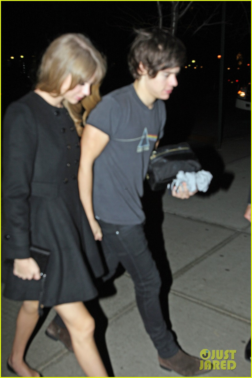 harry styles taylor swift holding hands 09