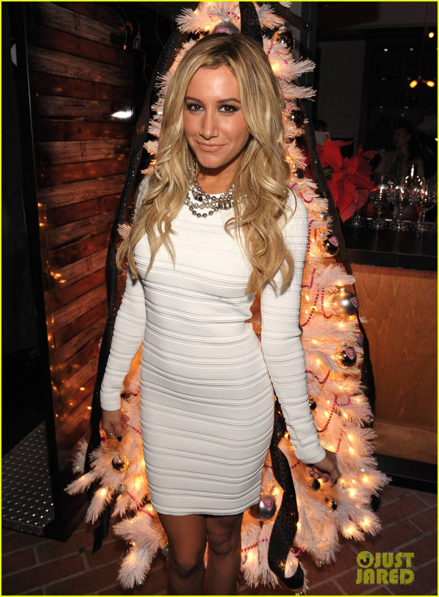 ashley tisdale blondie girl holiday party 06