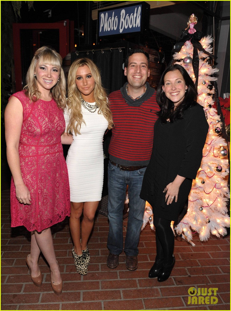 ashley tisdale blondie girl holiday party 07