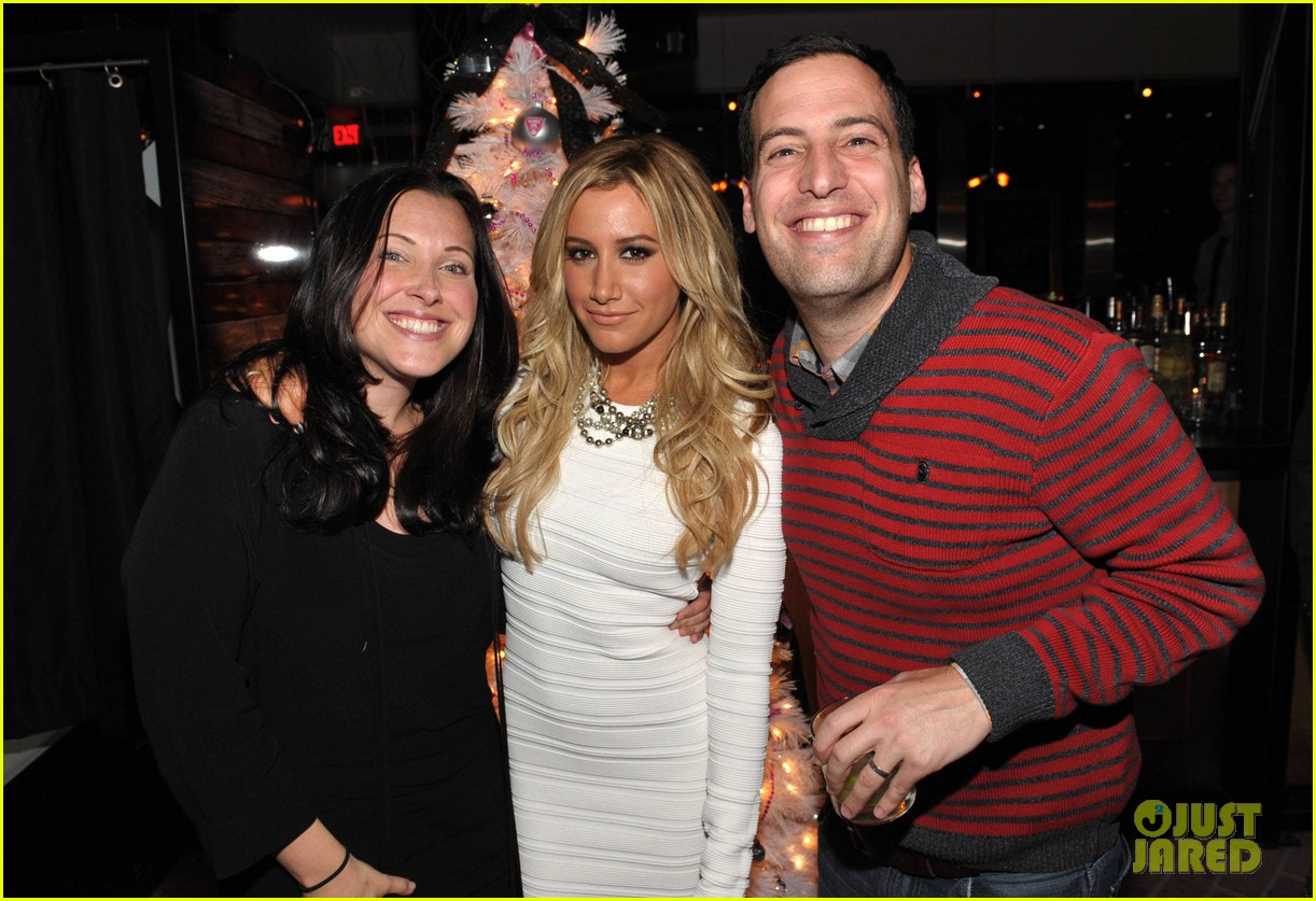 ashley tisdale blondie girl holiday party 19