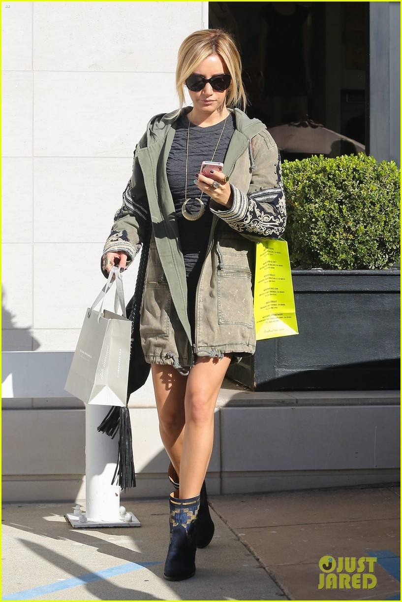 ashley tisdale christmas shopping chanel 01
