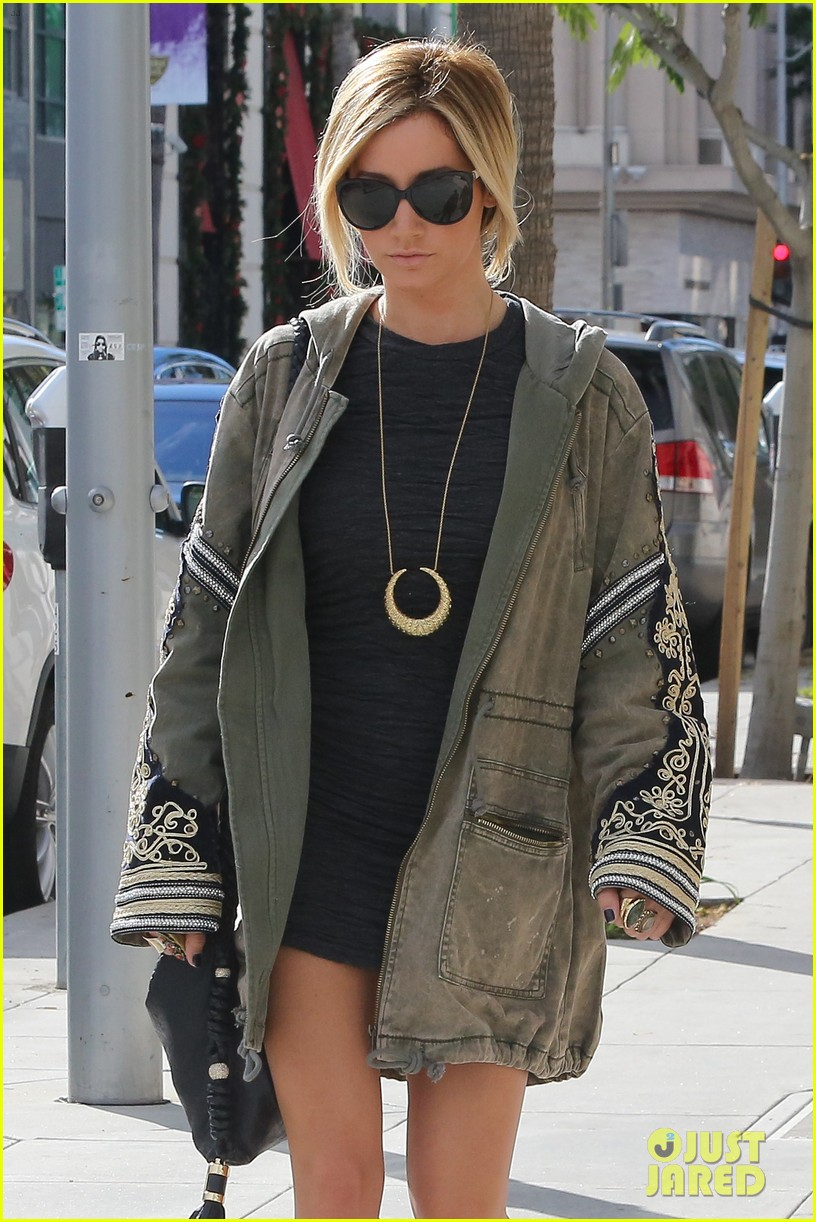 ashley tisdale christmas shopping chanel 02