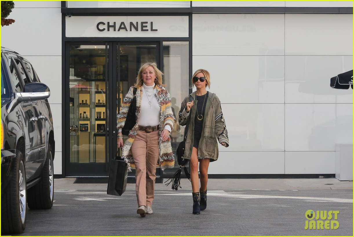 ashley tisdale christmas shopping chanel 07