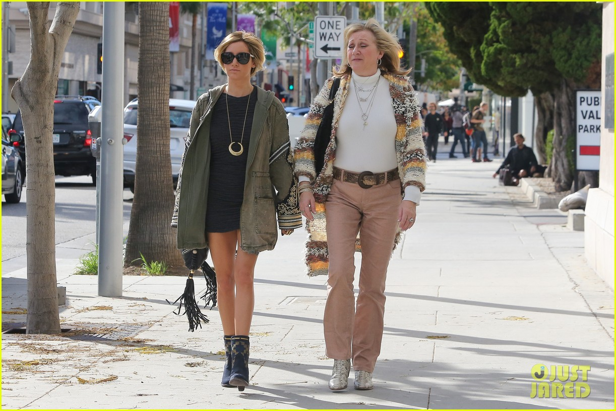 ashley tisdale christmas shopping chanel 13