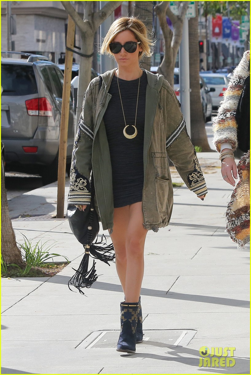 ashley tisdale christmas shopping chanel 16