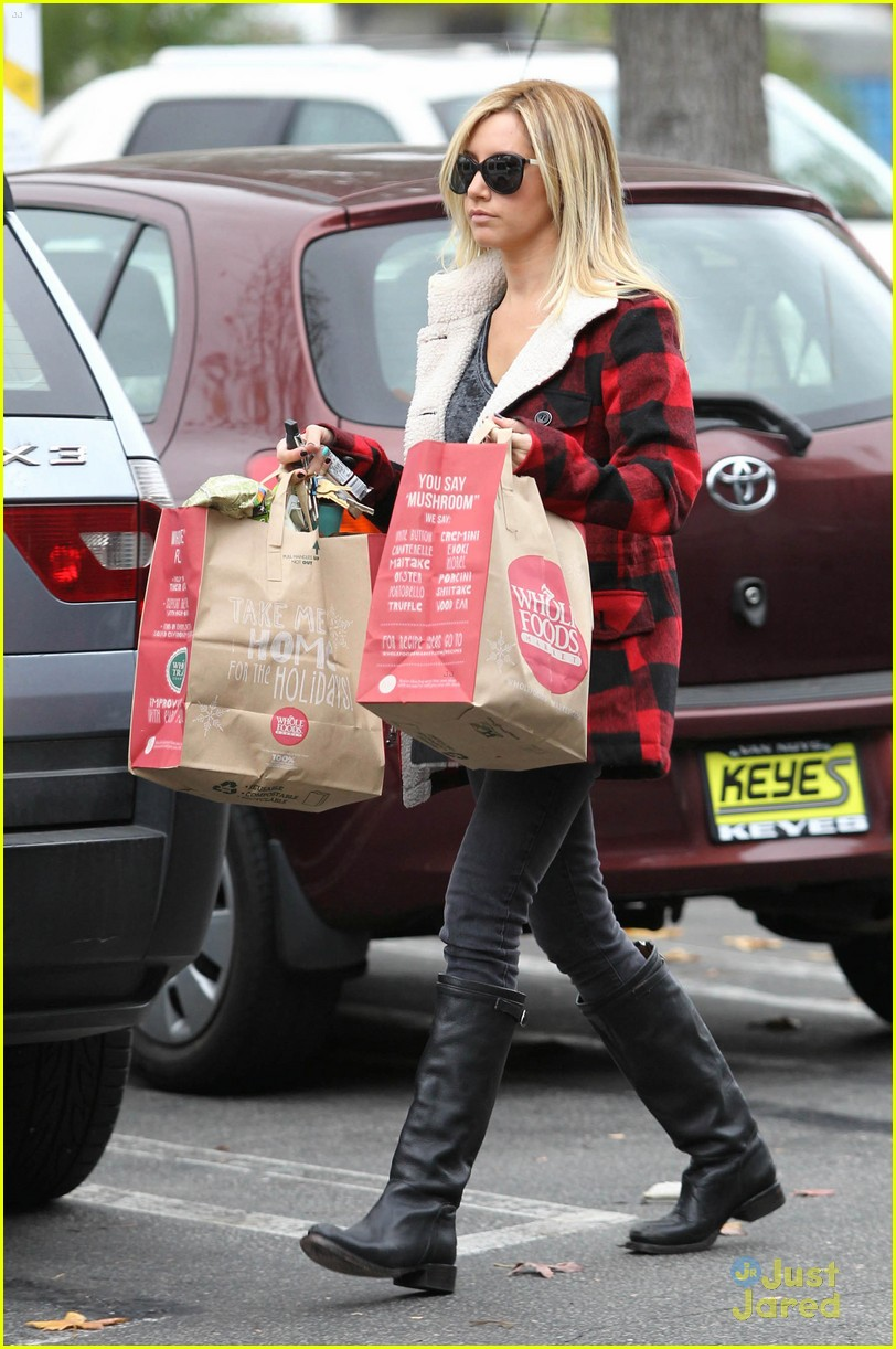 ashley tisdale whole foods 04